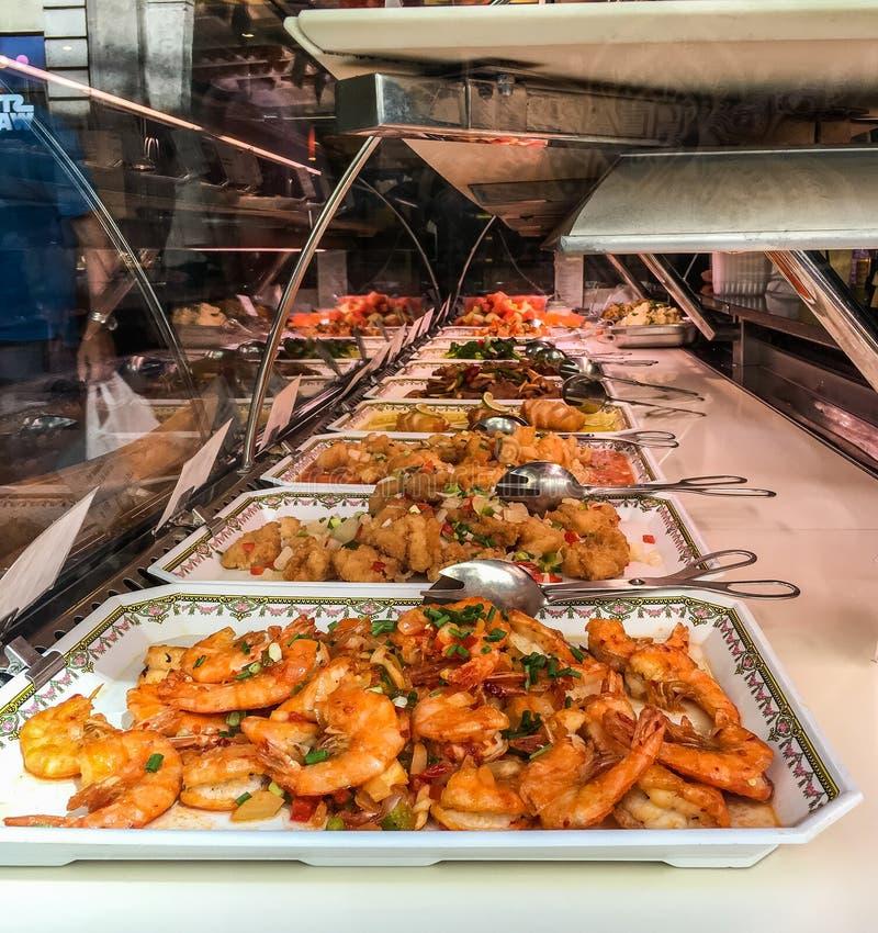 Exposição asiática do bufete no restaurante de Paris foto de stock