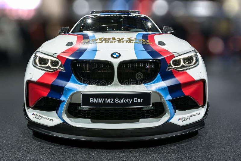 Exposição automóvel de Paris - BMW M2 em seu carro de segurança MotoGP da roupa fotos de stock royalty free