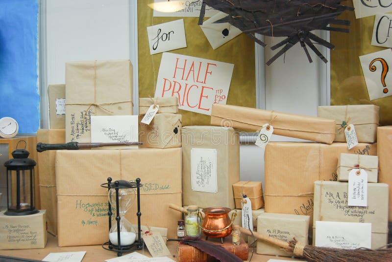 A exposição da livraria em Norwich, Inglaterra, anuncia vendas do livro novo de Harry Potter imagens de stock