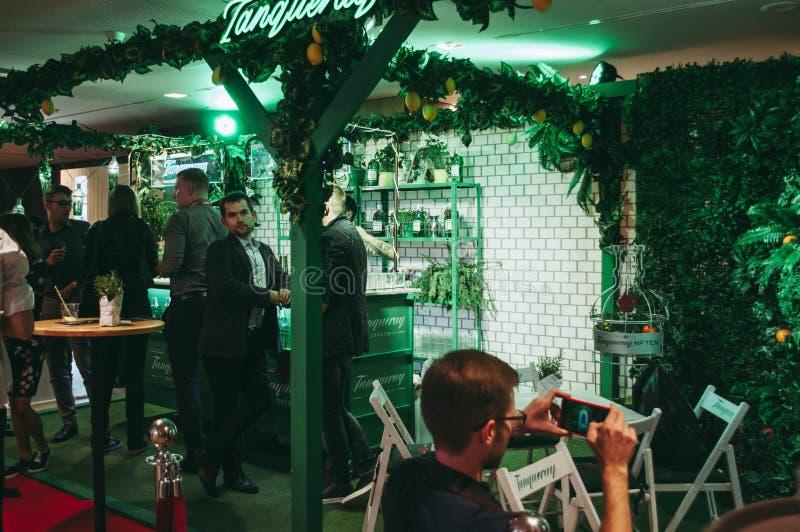 Exposição da mostra do barômetro Kiev setembro de 2018 Salão enorme com a multidão de povos fotos de stock royalty free