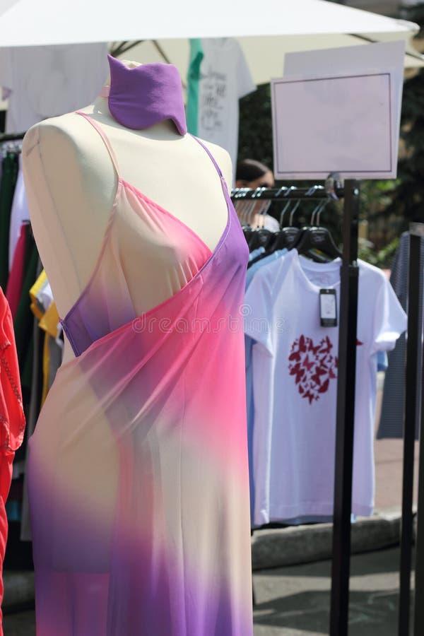 Exposição da roupa foto de stock