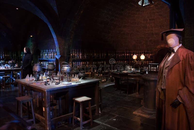 Exposição da sala da poção de Harry Potter fotos de stock