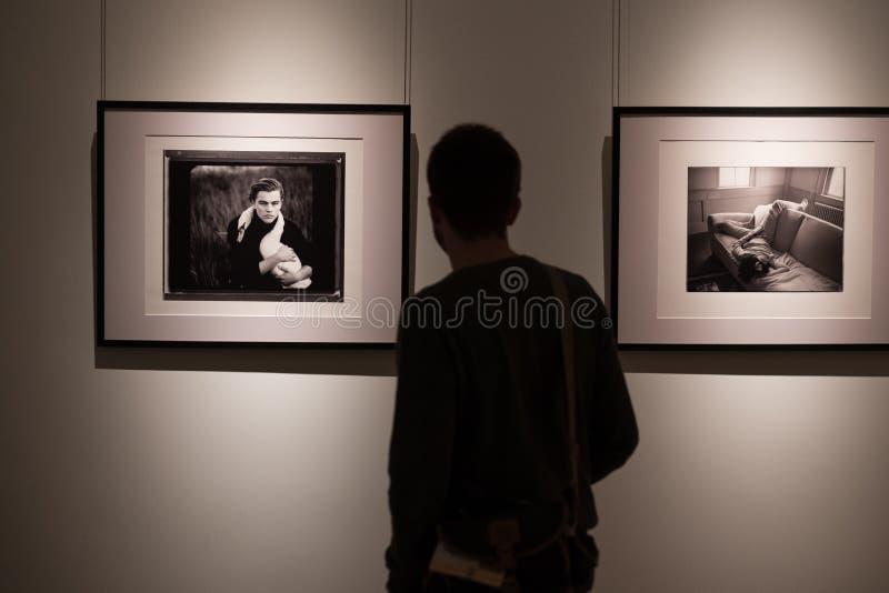 Exposição das fotografias do fotógrafo americano famoso Annie Leibovitz foto de stock royalty free