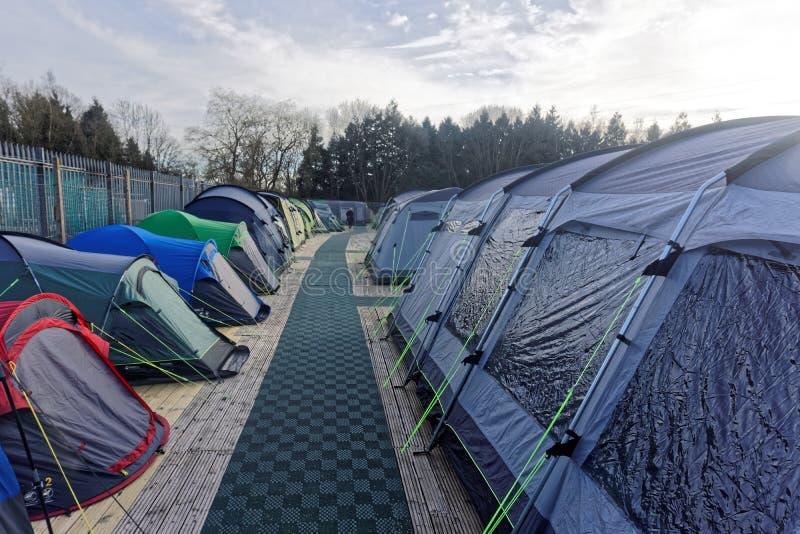Exposição de acampamento das barracas fotografia de stock