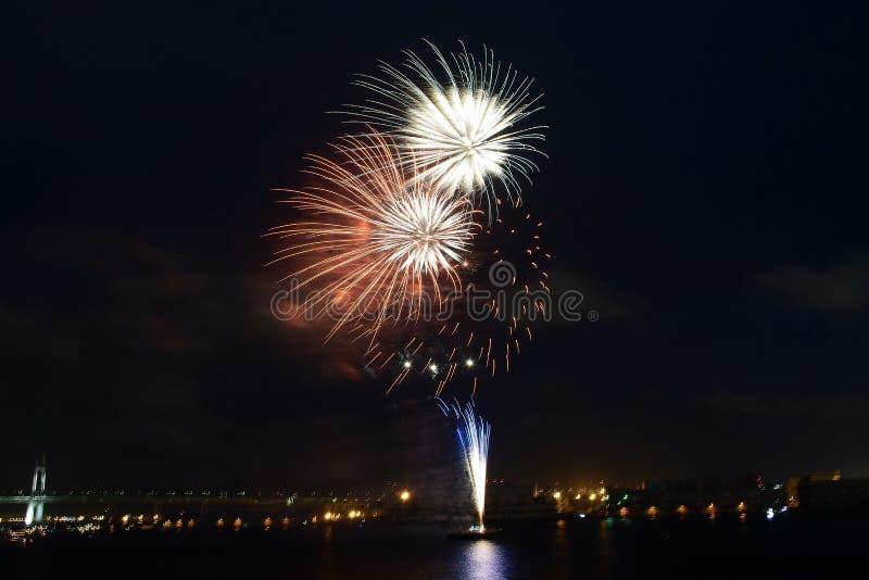 Exposição de Hanabi ou de fogos-de-artifício em Yokohama, Japão imagem de stock