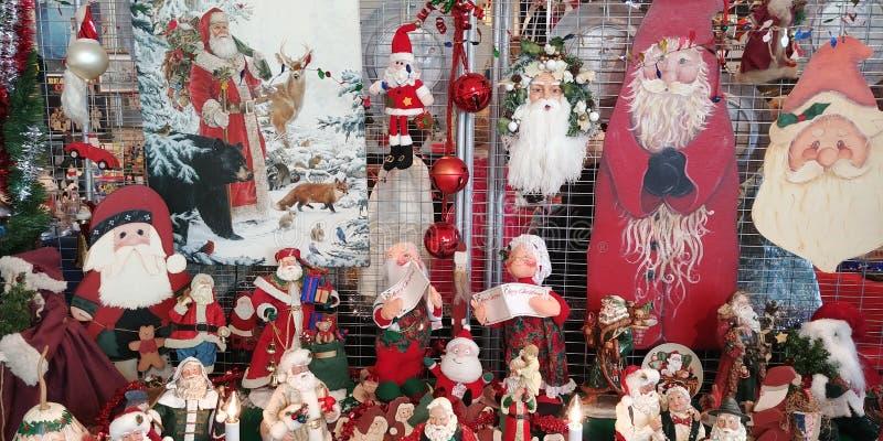 Exposição de Santa Clauses fotos de stock royalty free