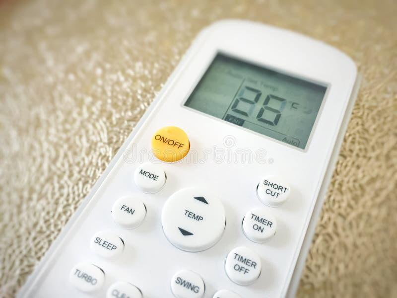 Exposição de um controlo a distância do condicionador de ar fotografia de stock