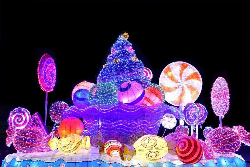 Exposição decorativa das luzes do Natal do inverno de uma barra de chocolate imagem de stock royalty free