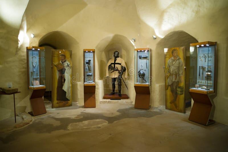 Exposição dedicada à Idade Média no castelo de Cesis, Letónia imagem de stock