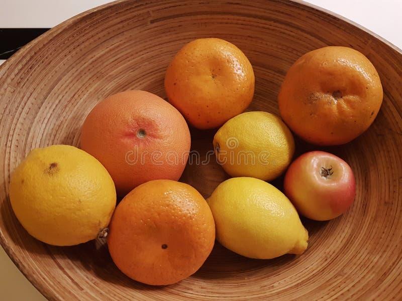 Exposição do close-up de um grupo de frutos saudáveis da mistura foto de stock royalty free