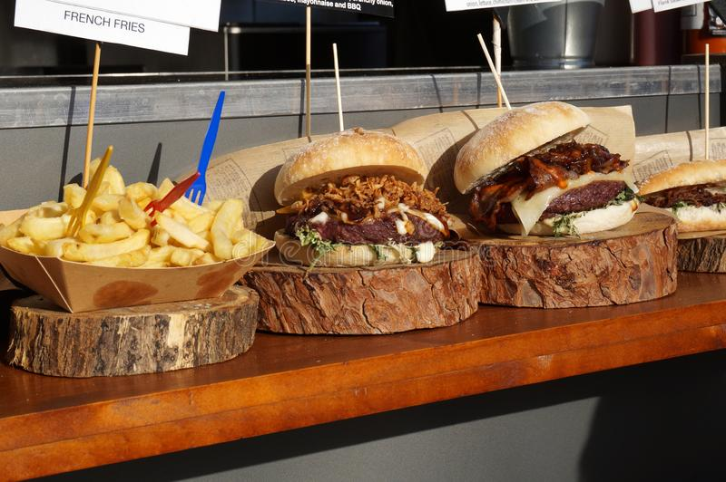 Exposição do fast food em Barcelona imagem de stock
