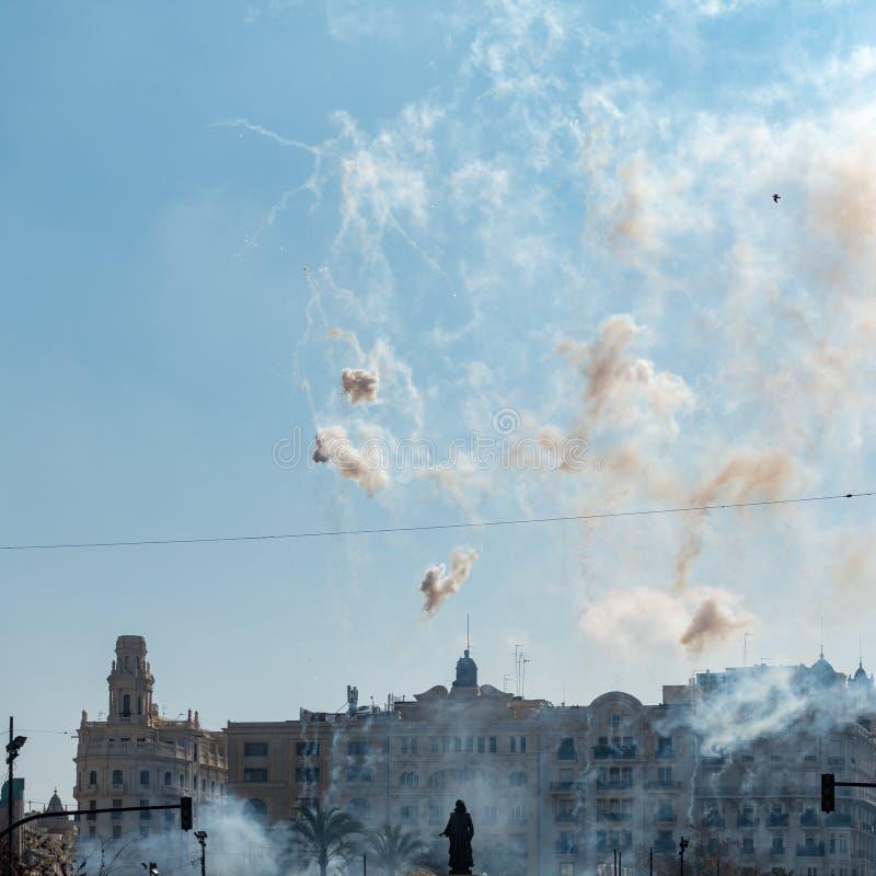 Exposição do fogo de artifício em Valencia Spain o 24 de fevereiro de 2019 fotografia de stock