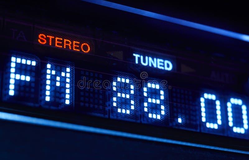 Exposição do rádio do afinador de FM Estação digital estereofônica do frecuency ajustada fotografia de stock