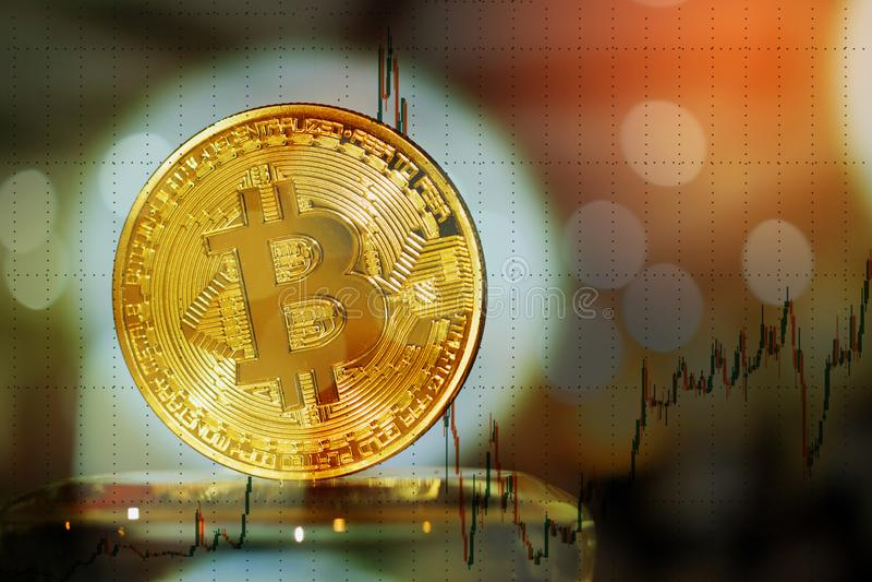 A exposição dobro de Bitcoin, Cryptocurrency é moderna da troca foto de stock royalty free