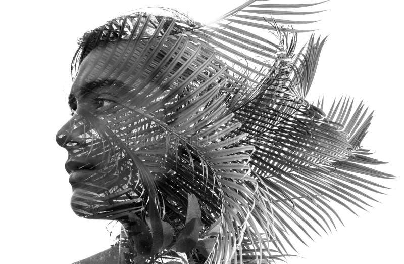Exposição dobro em preto e branco de um homem 'sexy' novo com um bl ilustração stock