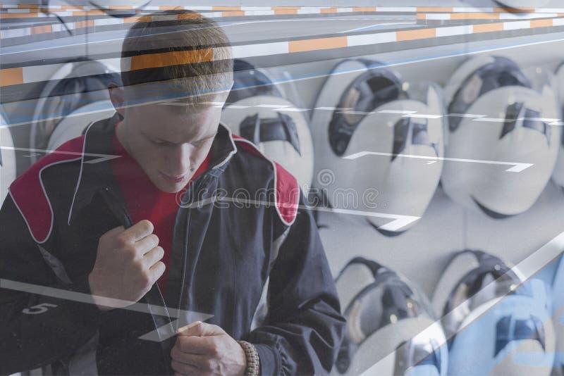A exposição dobro vai-kart preparar-se piloto foto de stock