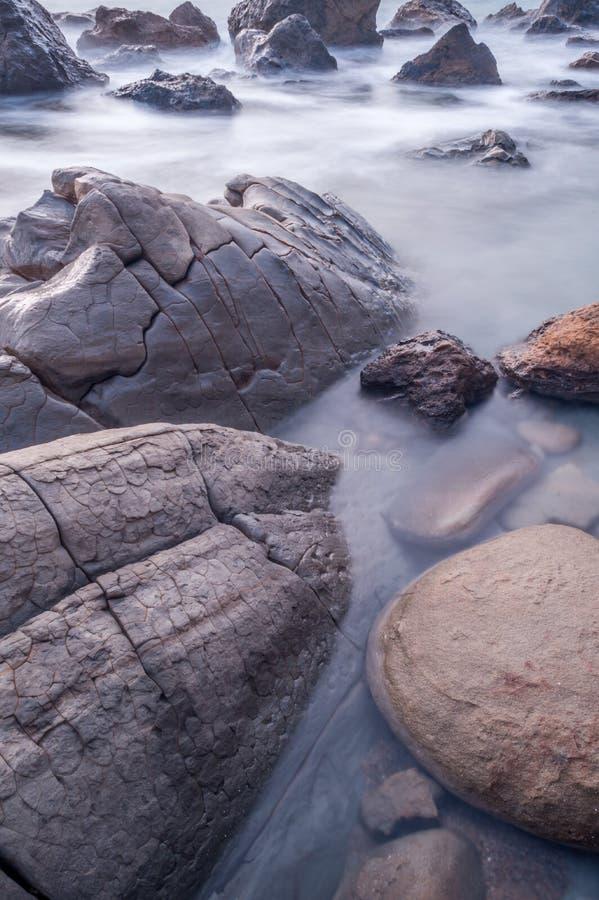 Exposição longa das formações de rocha fotografia de stock royalty free