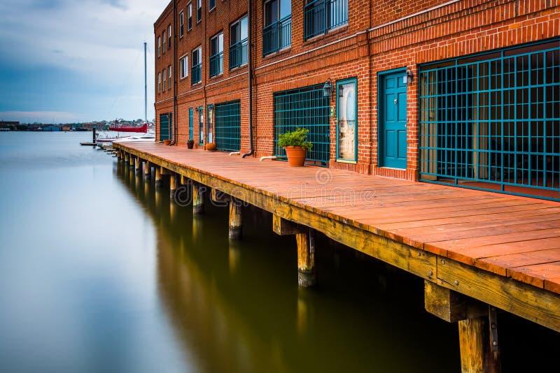 A exposição longa de residências da margem abate dentro o ponto, Baltimore fotografia de stock royalty free