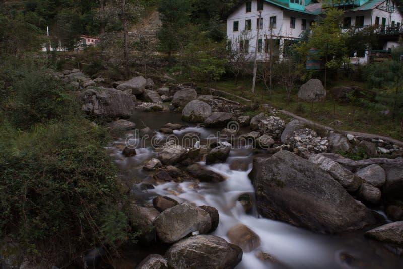 Exposição longa disparada em Jibhi, vale de Banjar, Himachal imagem de stock royalty free