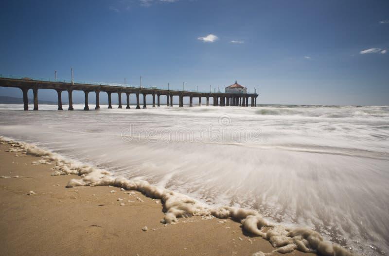 Exposição longa do cais de Manhattan Beach foto de stock royalty free