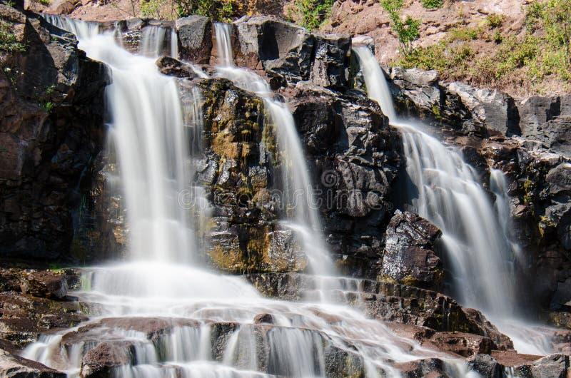 Exposição longa do dia de cachoeiras das quedas da groselha no parque estadual em Minnesota no verão Feche acima da vista foto de stock royalty free