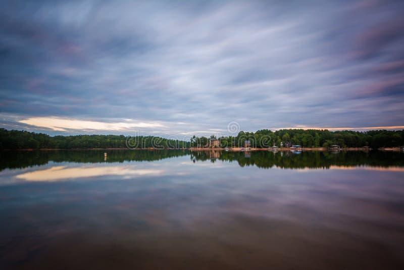 Exposição longa do normando do lago no por do sol, no lago Norman State Par fotografia de stock royalty free