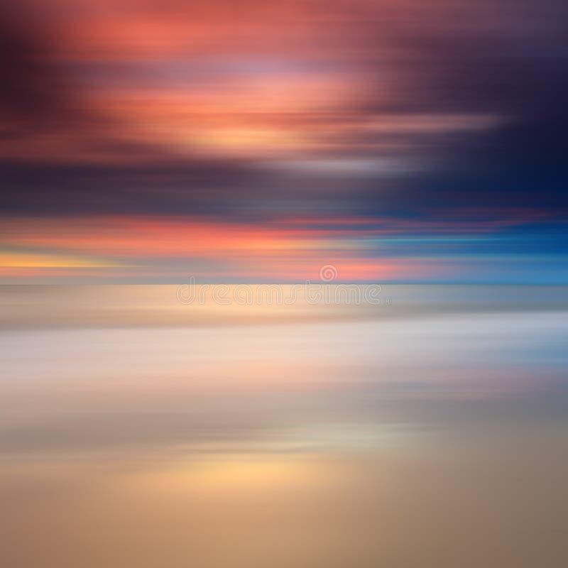 Exposição longa do por do sol colorido foto de stock
