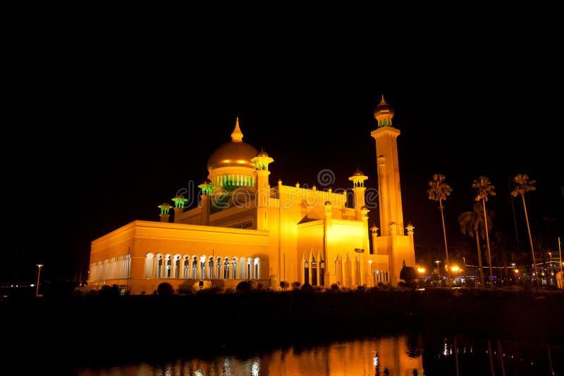 Exposição longa Sultan Omar Ali Saifuddin Mosque em Bandar Seri Begawan, Brunei Darussalam foto de stock