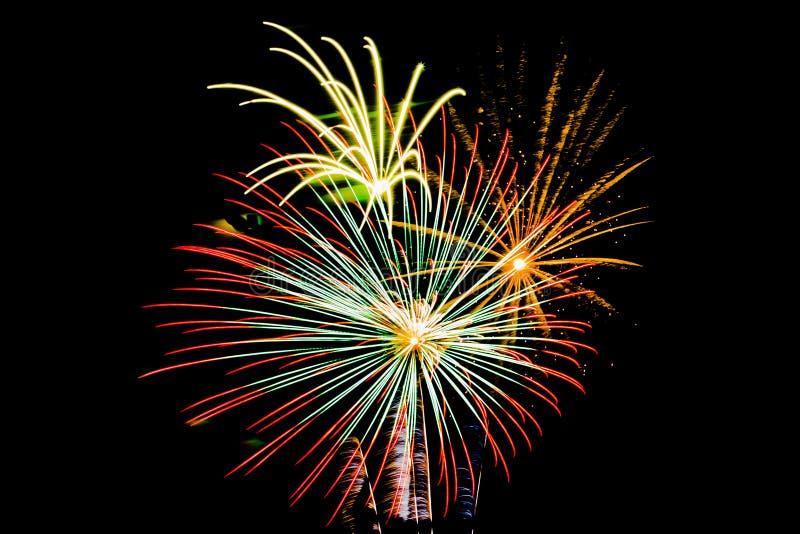 Exposição múltipla das explosões do fogo de artifício imagem de stock royalty free