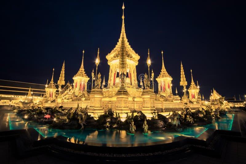 Exposição na cerimônia real da cremação, terra cerimonial de Sanam Luang, Banguecoque, Tailândia em November7,2017: Crematório re fotografia de stock