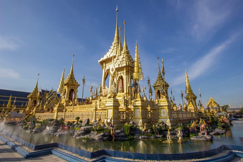 Exposição na cerimônia real da cremação, terra cerimonial de Sanam Luang, Banguecoque, Tailândia em November25,2017: Crematório r imagem de stock royalty free