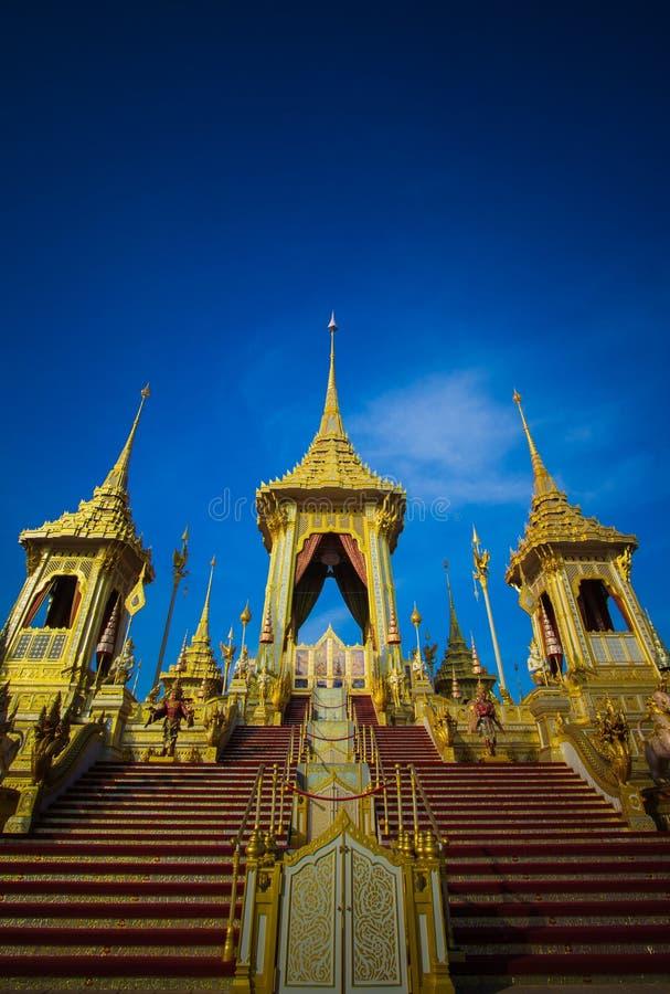 Exposição na cerimônia real da cremação, terra cerimonial de Sanam Luang, Banguecoque, Tailândia em November25,2017: Crematório r imagens de stock