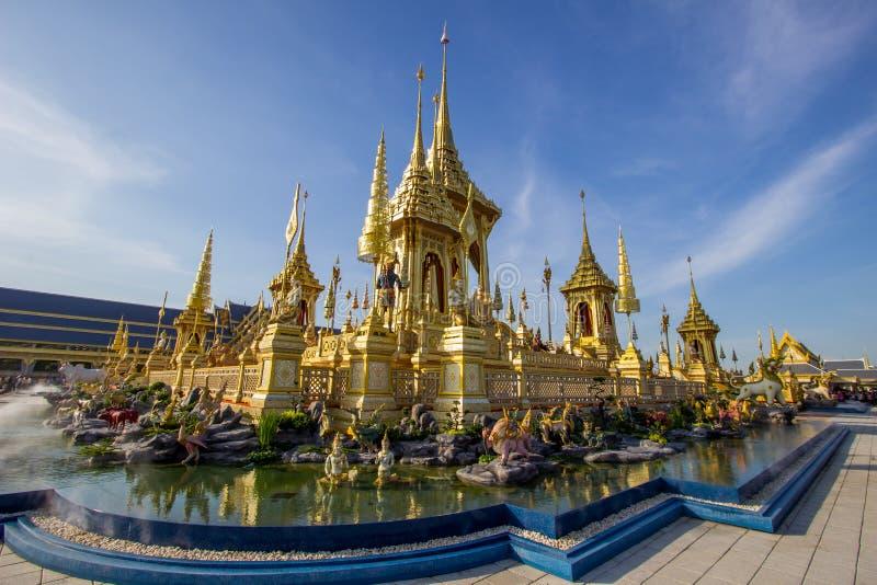 Exposição na cerimônia real da cremação, terra cerimonial de Sanam Luang, Banguecoque, Tailândia em November25,2017: Crematório r fotos de stock
