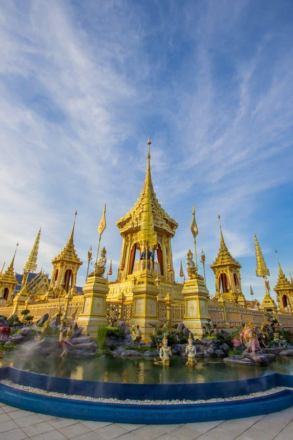 Exposição na cerimônia real da cremação, terra cerimonial de Sanam Luang, Banguecoque, Tailândia em November25,2017: Crematório r imagem de stock