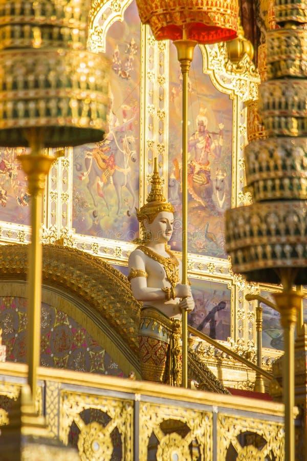 Exposição na cerimônia real da cremação, terra cerimonial de Sanam Luang, Banguecoque, Tailândia em November25,2017: Escultura do imagem de stock