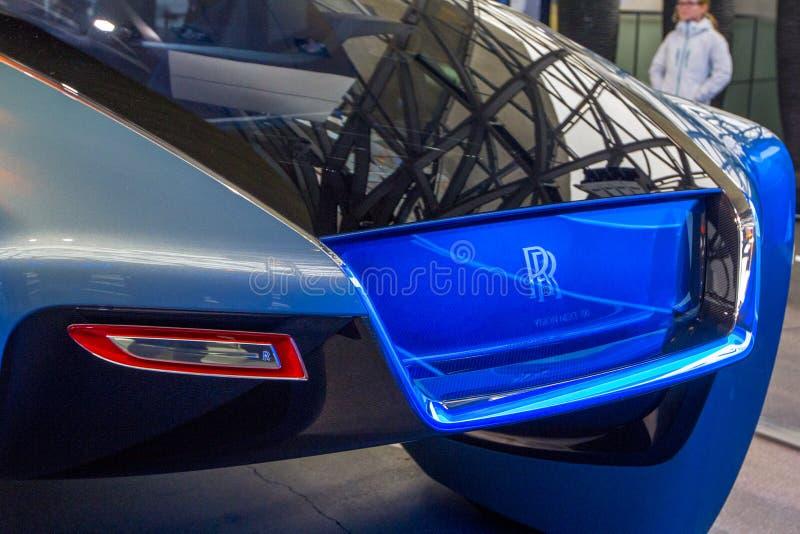 A exposição no museu de BMW apresenta o carro corajoso do conceito do futuro - 103EX-Rolls-Royce VISÃO luxuoso EM SEGUIDA 100, Mu imagens de stock