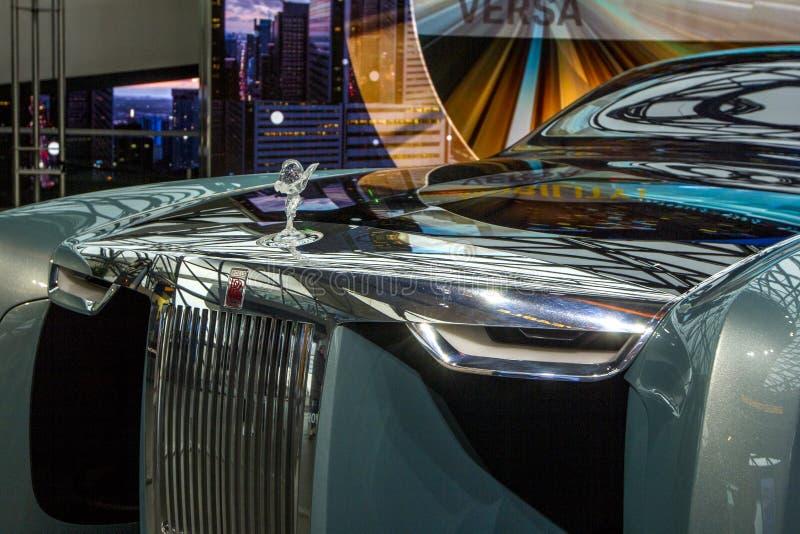 A exposição no museu de BMW apresenta o carro corajoso do conceito do futuro - 103EX-Rolls-Royce VISÃO luxuoso EM SEGUIDA 100, Mu fotografia de stock royalty free
