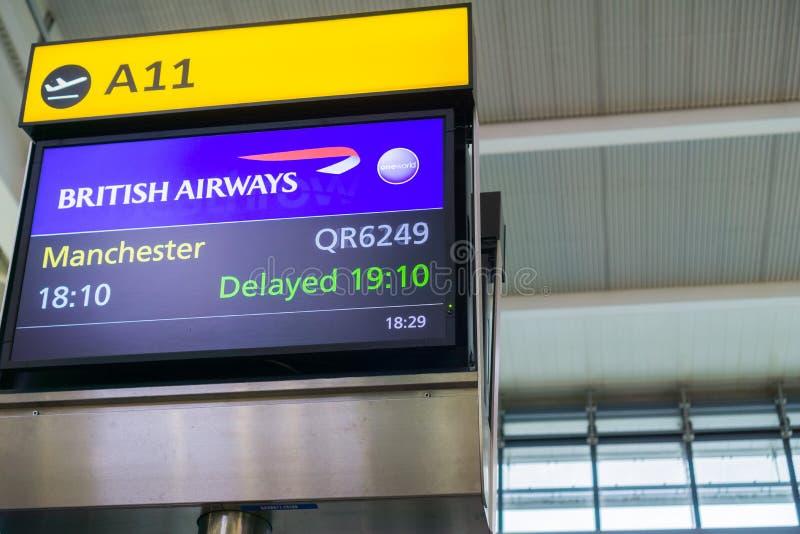 Exposição que anuncia um atraso de voo foto de stock