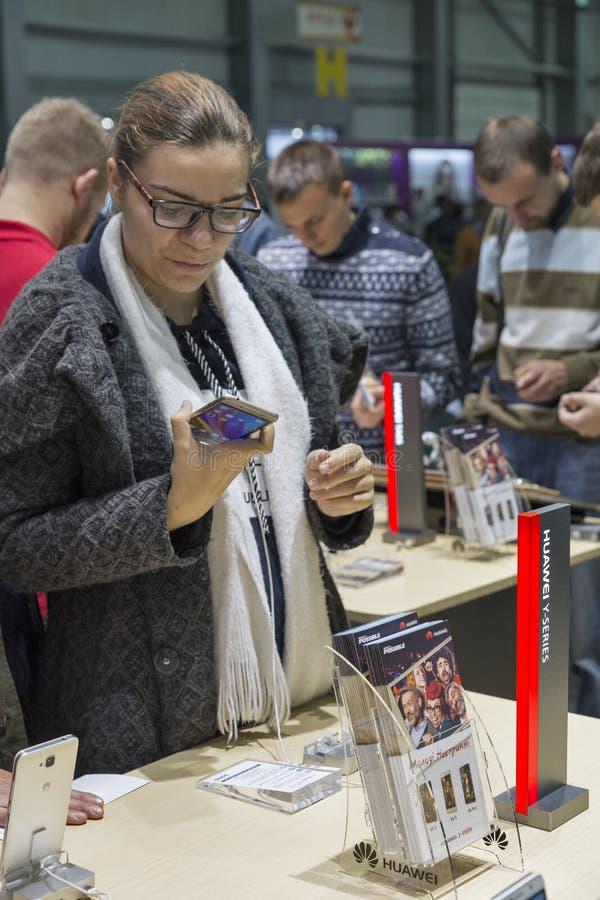 Exposición 2016 de la ECO de la electrónica en Kiev, Ucrania imágenes de archivo libres de regalías