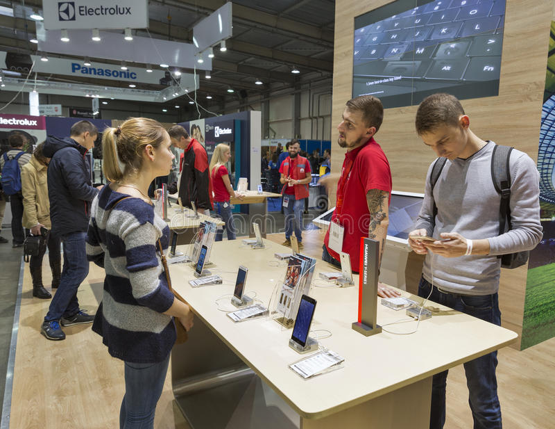 Exposición 2016 de la ECO de la electrónica en Kiev, Ucrania foto de archivo