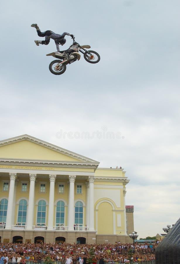 Exposición de los Luchadores X de Toro Rojo Tyumen Rusia imagen de archivo