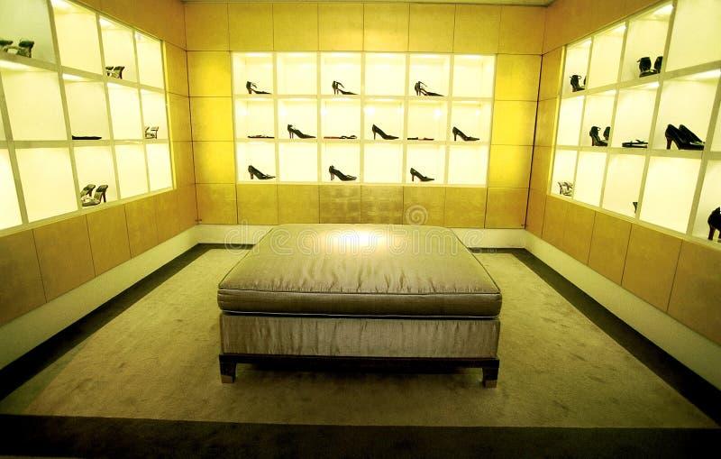 Exposición del departamento de zapatos fotos de archivo