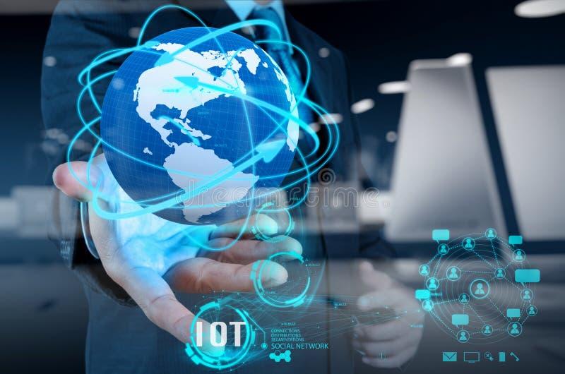 Exposición doble de la mano que muestra Internet de las cosas (IoT) imagen de archivo libre de regalías