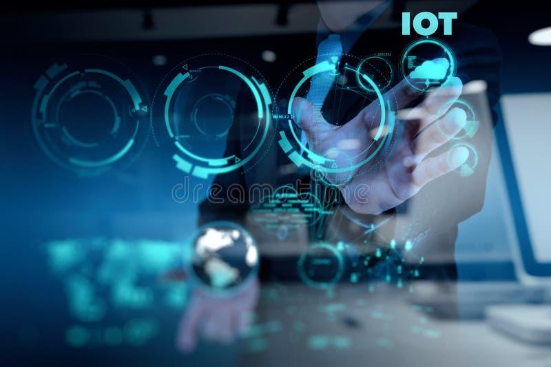 Exposición doble de la mano que muestra Internet de las cosas (IoT) fotografía de archivo libre de regalías