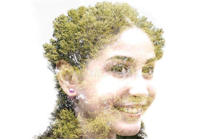 Exposición doble de la muchacha hermosa joven entre las hojas y el tre ilustración del vector