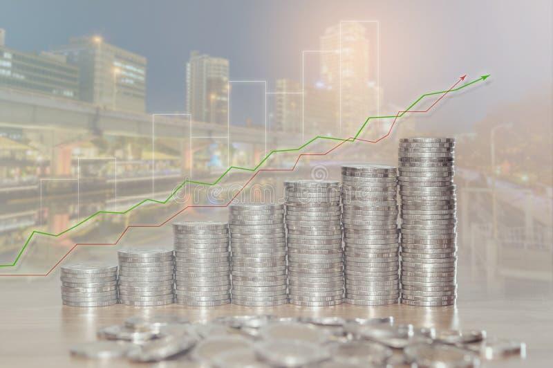 Exposición doble de las pilas de la moneda para el concepto de las finanzas y de las actividades bancarias imagenes de archivo