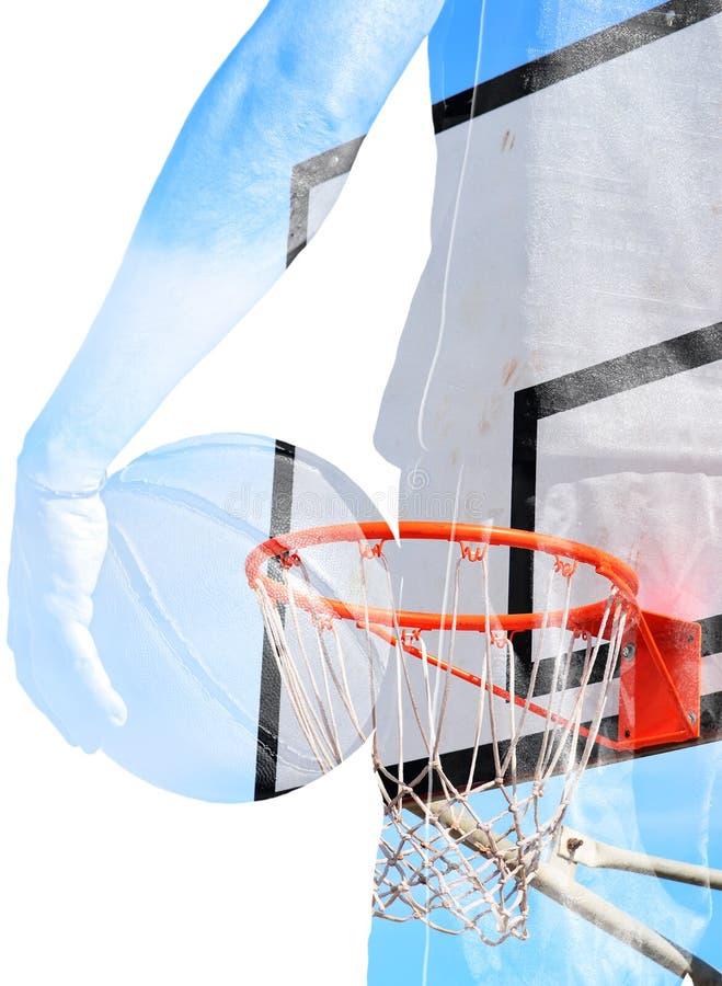 Exposición doble del jugador de básquet y del aro imagen de archivo libre de regalías