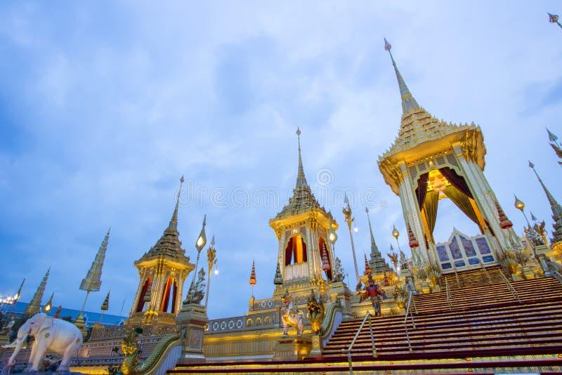 Exposición en la ceremonia real de la cremación, Sanam Luang, Bangkok, Tailandia en November7,2017: Crematorio real para la crema fotos de archivo libres de regalías