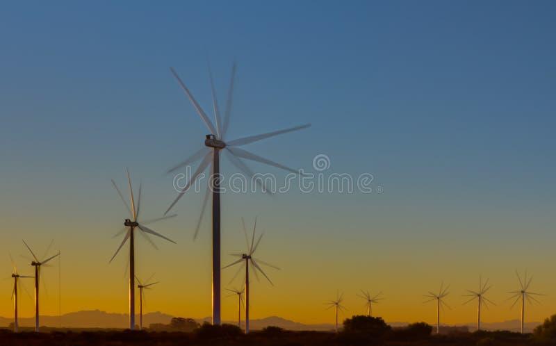 Exposición múltiple de la turbina de viento en el amanecer fotos de archivo libres de regalías
