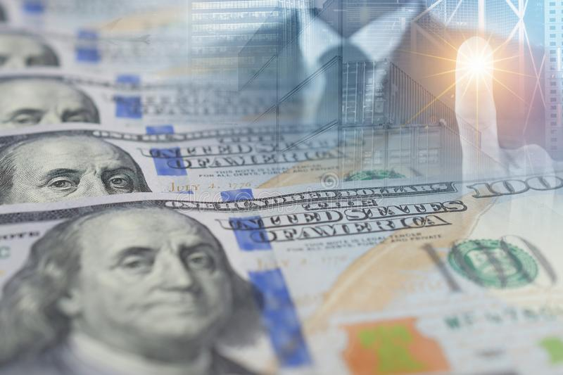 Exposición múltiple del gráfico del crecimiento del negocio con negocio del billete de banco y de la oficina del dólar americano fotos de archivo libres de regalías